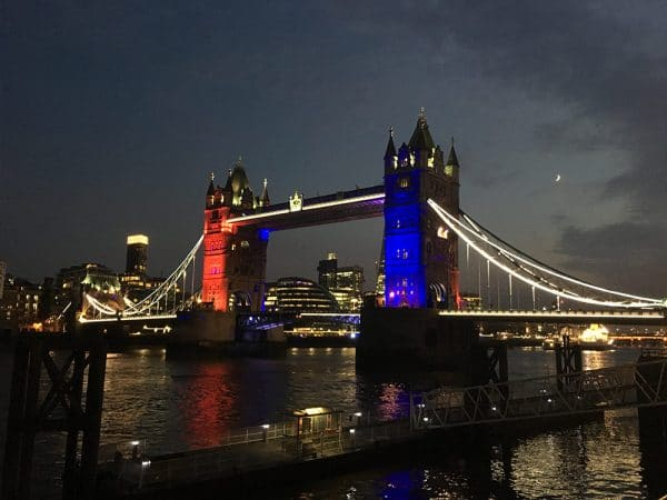 Tower-Bridge-Blue-Red